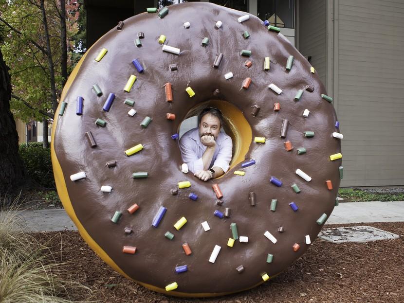 Фил в пончике