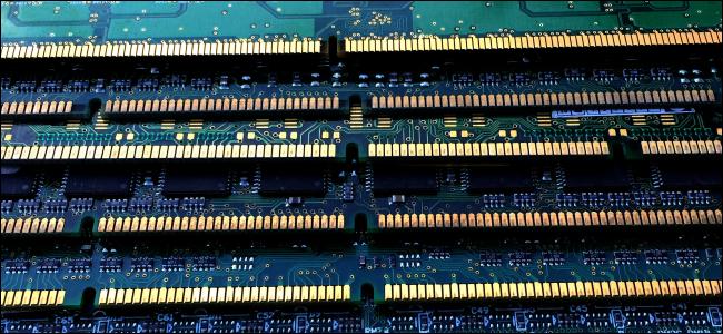 Палки оперативной памяти (ОЗУ) для компьютера.