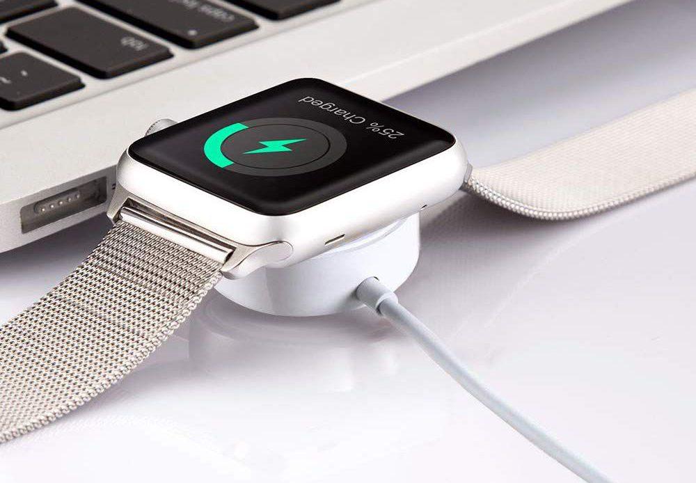 Apple Watch заряжается рядом с компьютером