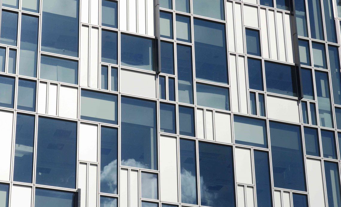 Современные офисные здания, входящие в состав регенерации Гринвичского полуострова, юго-восток Лондона, Великобритания