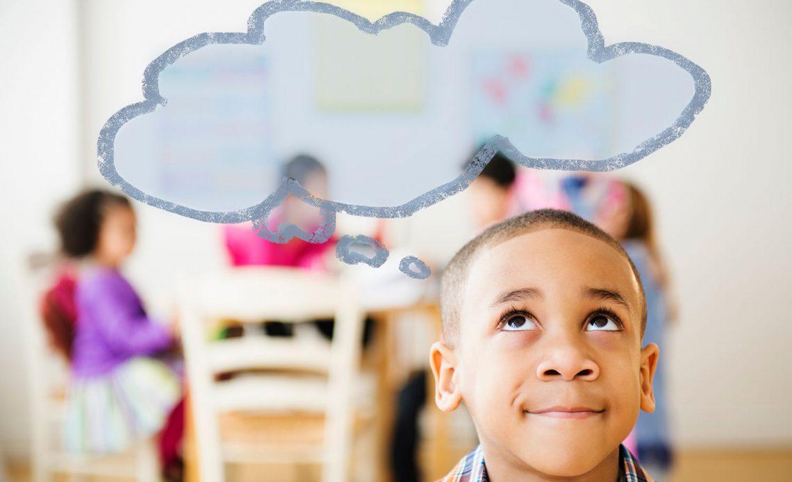 Мальчик с мысли пузырь над головой