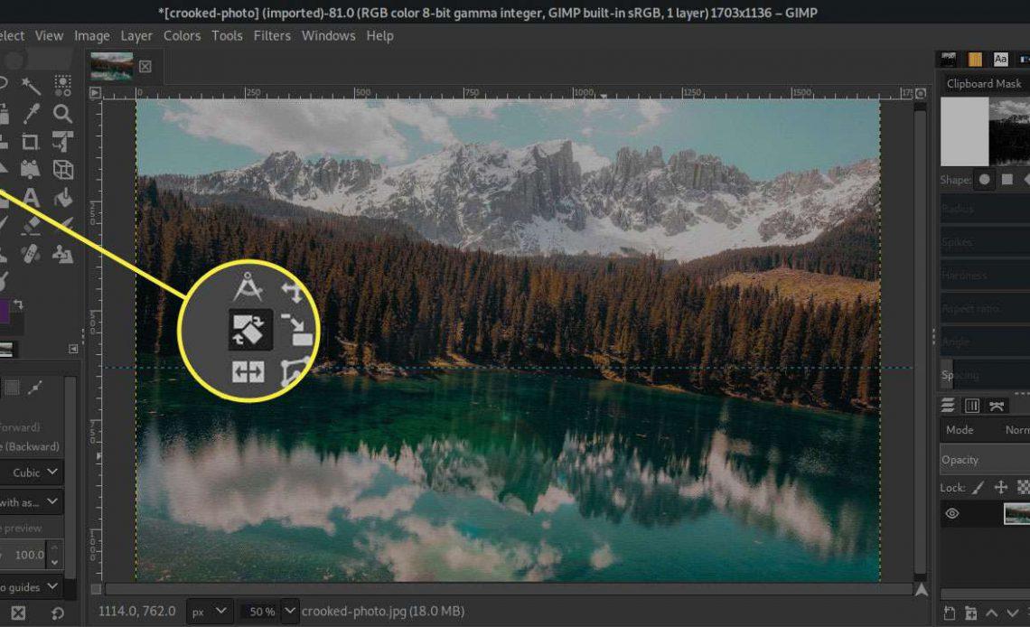 Снимок экрана GIMP с выделенным инструментом поворота