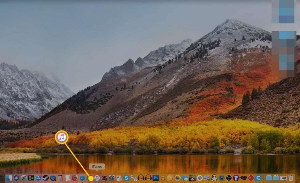 Рабочий стол Mac с выделенным значком iTunes в Dock