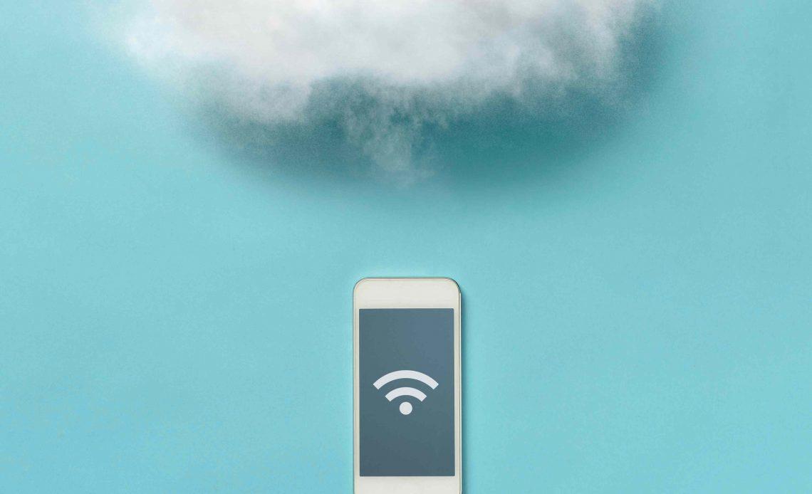 Облако над смартфоном