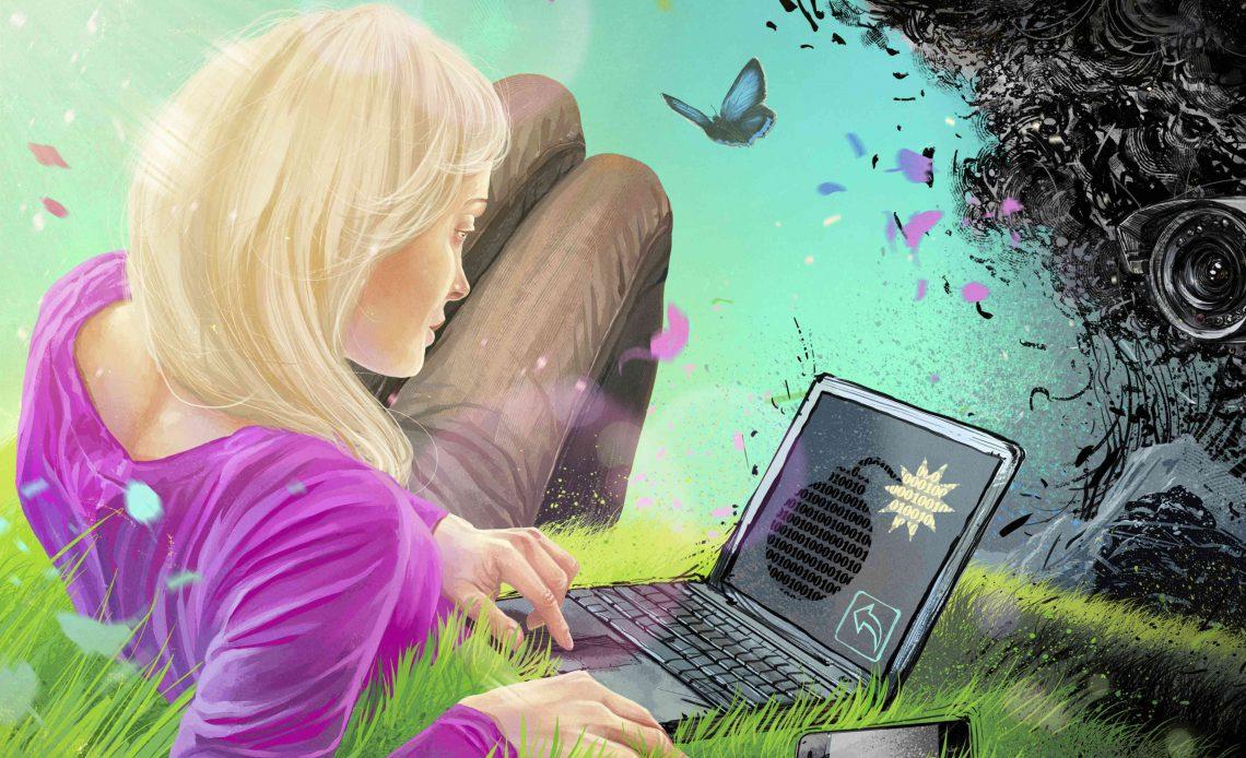 Женщина, используя ноутбук с часовой бомбой