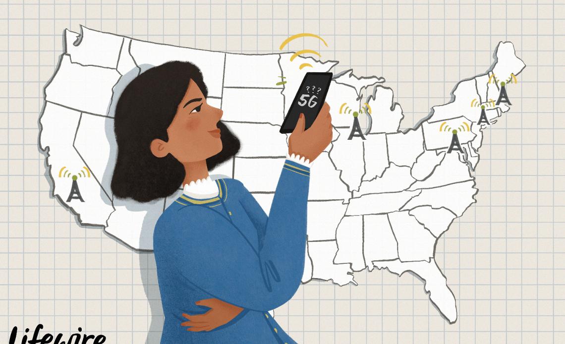 Иллюстрация человека, смотрящего на экран 5G на смартфоне перед картой США