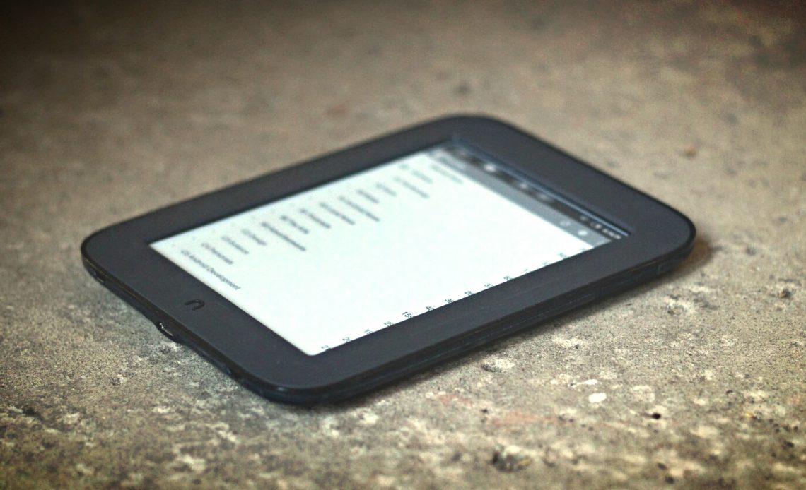 В чем разница между электронными книгами и планшетами?