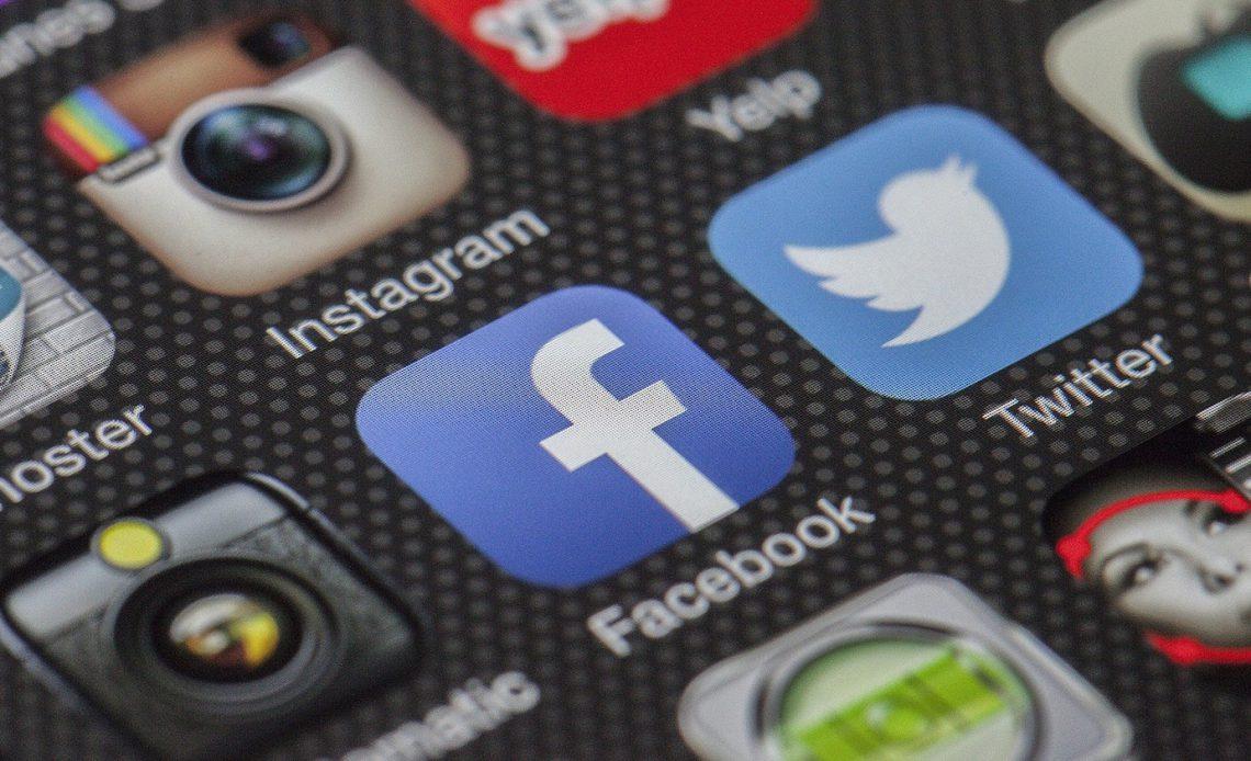 Как увидеть секретные метки Facebook на любой фотографии