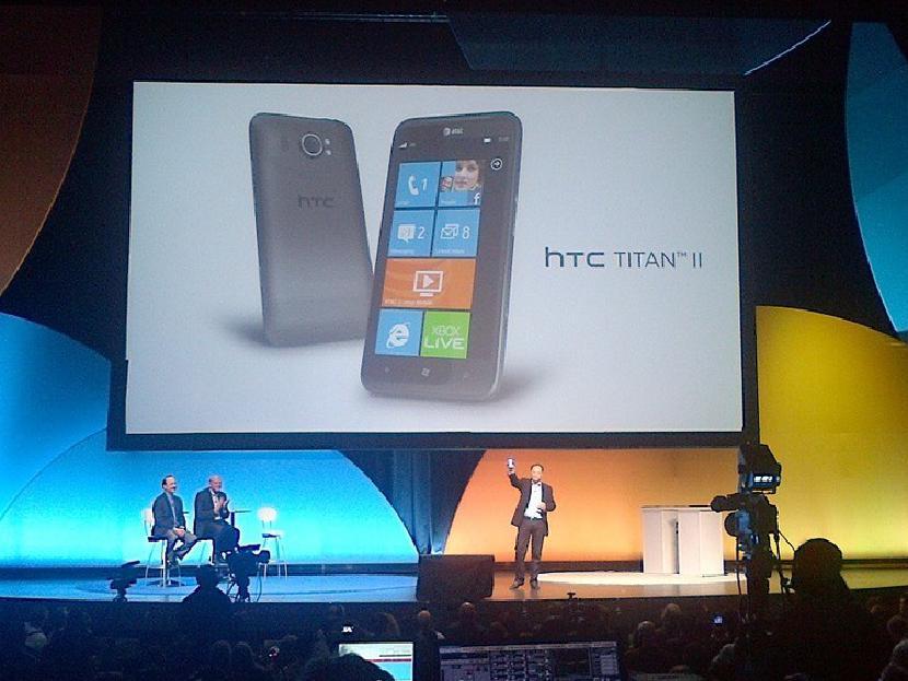 AT & T объявляет Титана II на CES